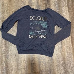 Hollister so calif music fest sweater size small